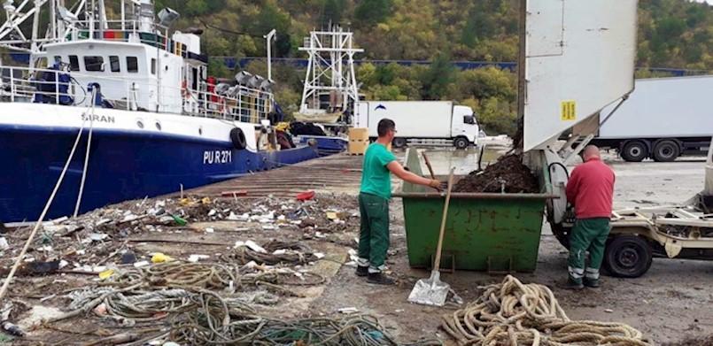 Napokon očišćena riva u Plominu