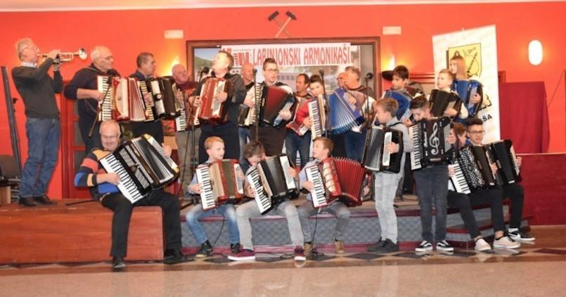U Raši tradicionalni, 13. Susret harmonikaša Labinštine|Harmonikom čuvaju narodnu i kulturnu baštinu Istre