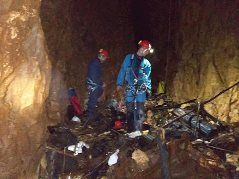 Policijski službenici uništili su u Kalafatovoj jami u mjestu Cere (Općina Sveta Nedelja) ručne bombe i streljivo