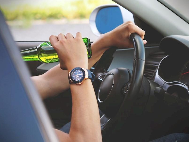 Dva mlada vozača vozila pod utjecajem alkohola