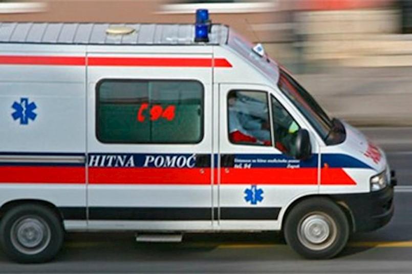 Labin: Automobil srušio PJEŠAKA kod marketa u Istarskoj ulici
