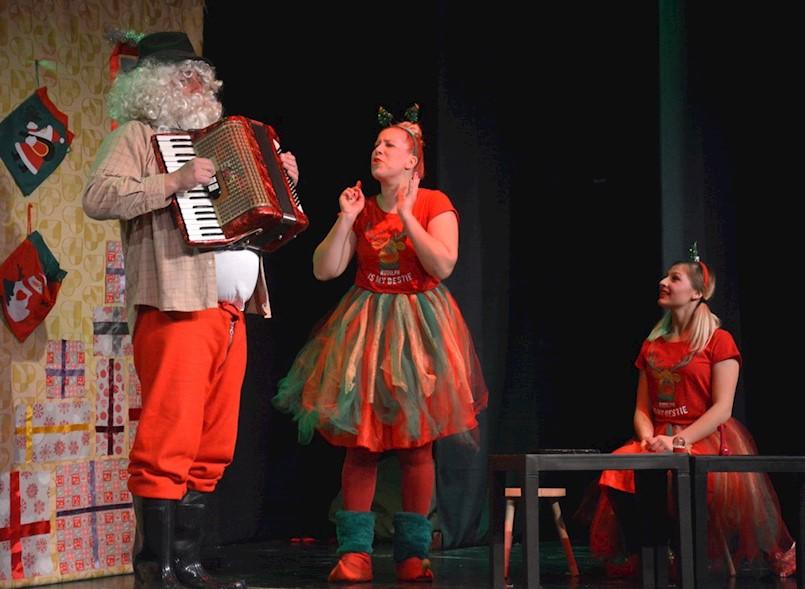 """Predstava """"Djed Mraz ide u penziju"""" seli u dvoranu"""