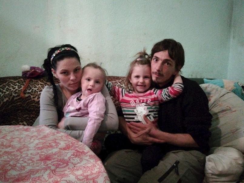 Uoči Božića obišli smo dvije potrebite obitelj iz Labina i Raše: Nakon što im je izgorio stan, OSMEROČLANA OBITELJ DERVIŠAJ ŽIVI U DVOSOBNOM STANU