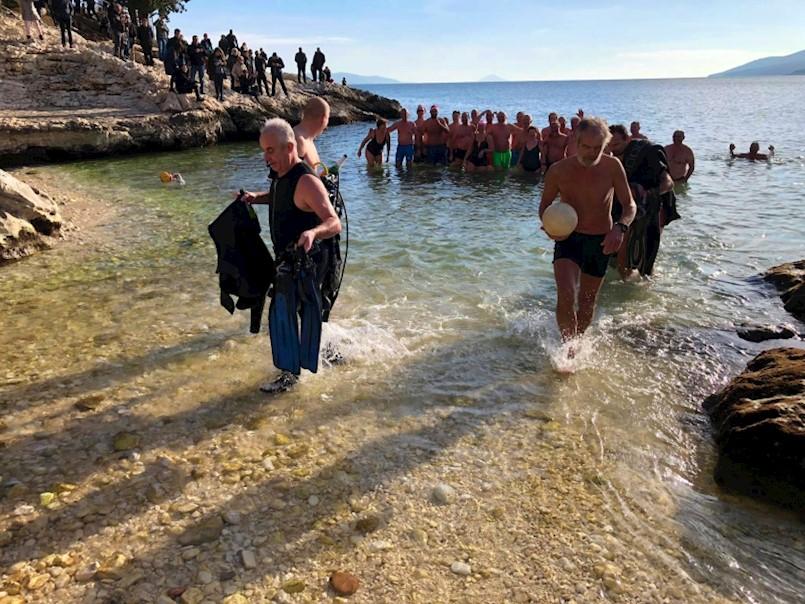 Okupali se u rabačkom moru i nazdravili novoj godini!