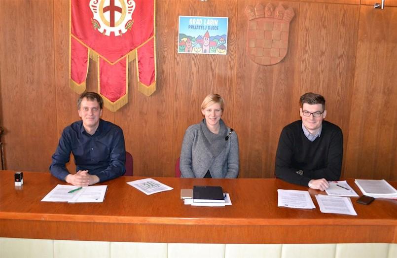 """Grad Labin potpisao ugovor za izobrazno-informativne aktivnosti u projektu """"Zelene navike za održivu Labinštinu"""""""
