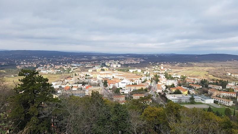 Hrvatski zavod za mirovinsko osiguranje (HZMO)  prodaje dva stana na Katurama