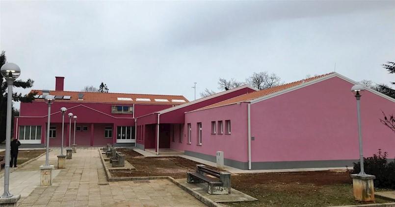 Dovršeni su radovi energetske obnove u sklopu kojih je Grad Labin obnovio zgradu Područne škole Kature Osnovne škole Ivo Lole Ribara u Labinu