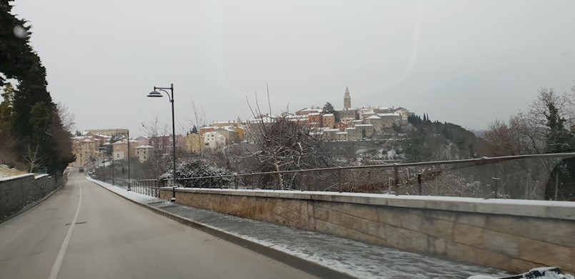 Zimski uvjeti na području Labina, Pazina, Buzeta i Ćićarije | PU Istarska poziva na oprez i upozorava na novčane kazne