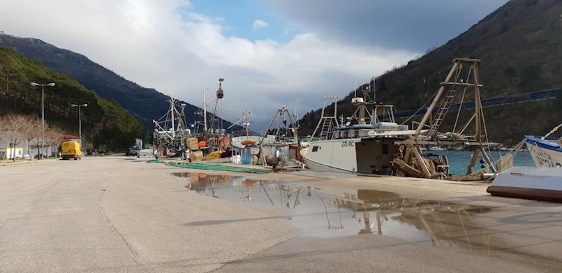 Plomin Luka: Na ribarskom brodu pronađen mrtav 60-godišnjak
