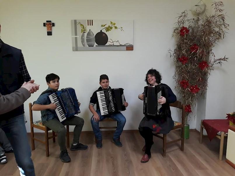 Mladi harmonikaši UŠ M.B.Rašana Labin razveselili štićenike doma u Nedešćini