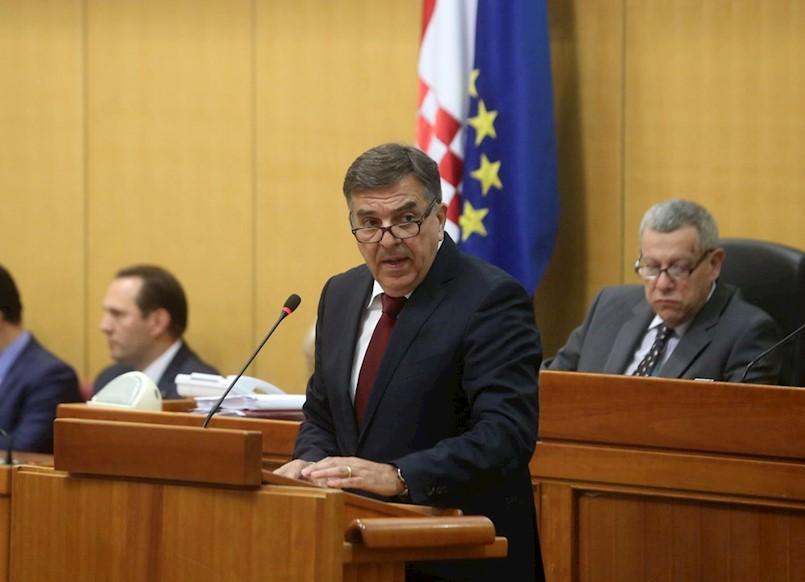 DEMETLIKA: Grabar-Kitarović degradira instituciju predsjednika Hrvatske