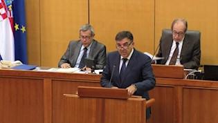 Demetlika: Vladi je jedino bitno štancati zakone