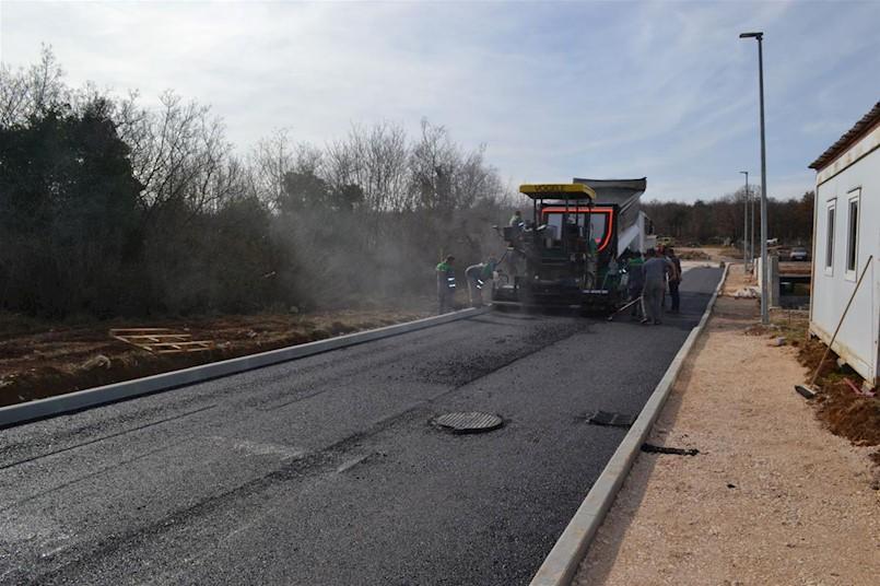 Započelo asfaltiranje u Breg Ivanovcima