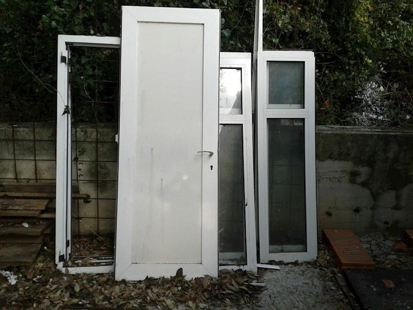 Nogometnom klubu iz Rapca ukradena PVC vrata - moli se pomoć građana