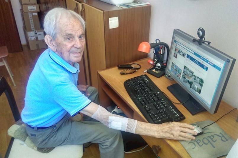Anton Gregorić iz Rapca proslavio 99. rođendan i najstariji je influencer i vozač u Hrvatskoj