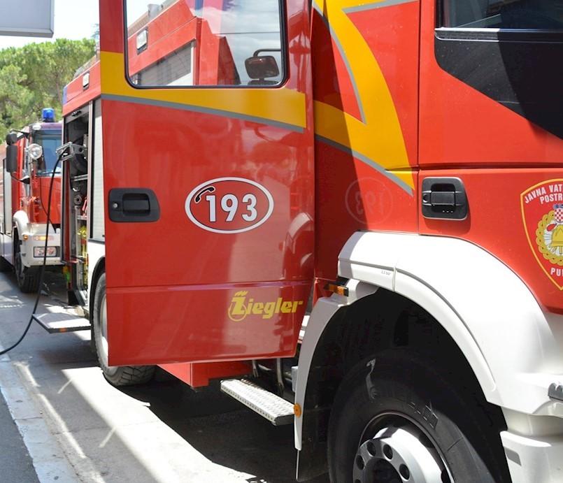 Na cesti Labin – Koromačno izgorio kamion cisterna