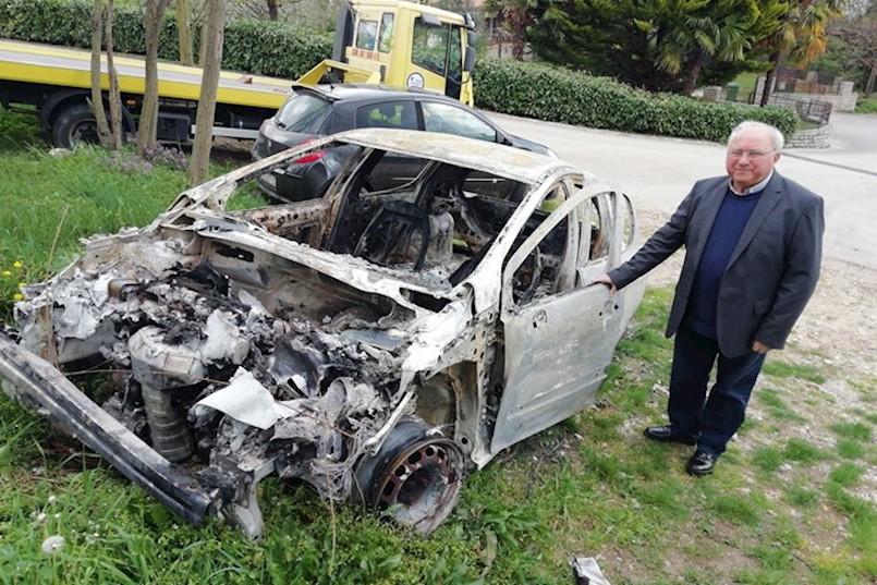 ŽUPNIK U PIĆNU NA METI VANDALA: Spalili mu automobil, ukrali milodare, misno vino i sef
