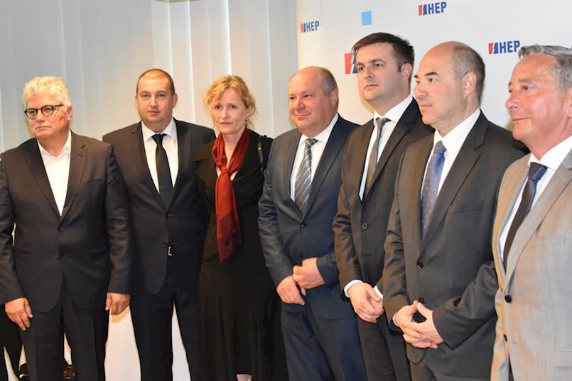 HEP do 2023. godine ulaže 750 milijuna kuna u sunčane elektrane | Potpisnik ugovora i Plomin holding