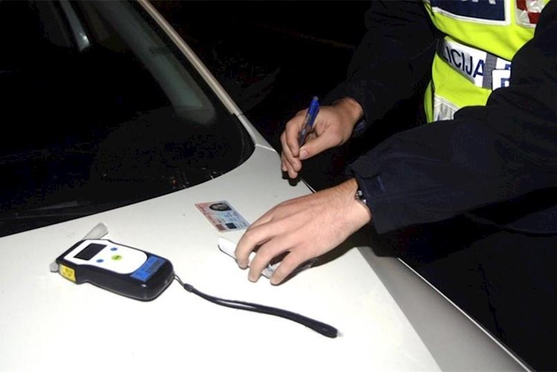 Uhićen 38-godišnjak s područja Kršana koji je krivudao po cesti s dugim svjetlima i s preko tri promila alkohola u krvi