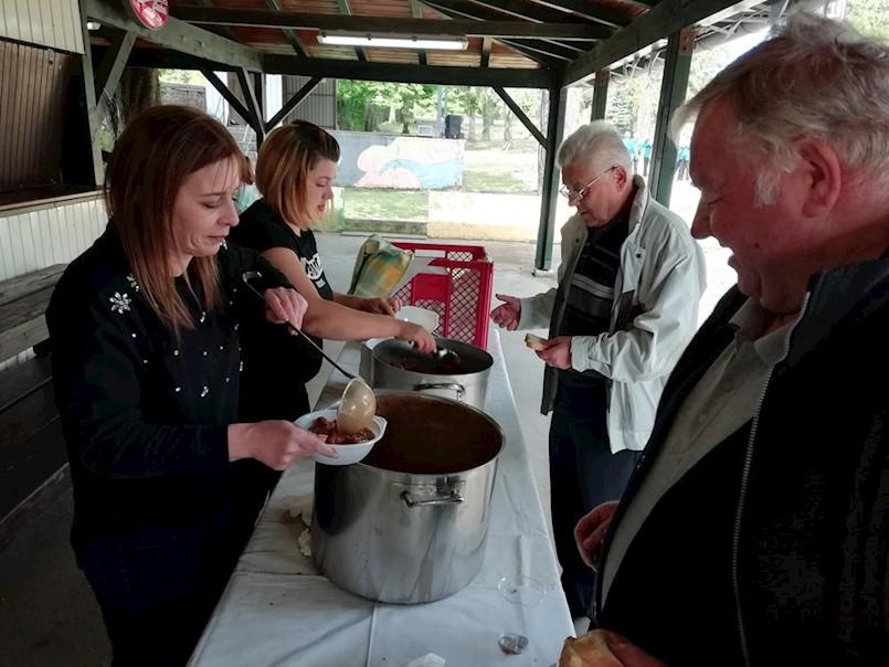 Na Dubrovi podijeljeno više od 300 porcija graha