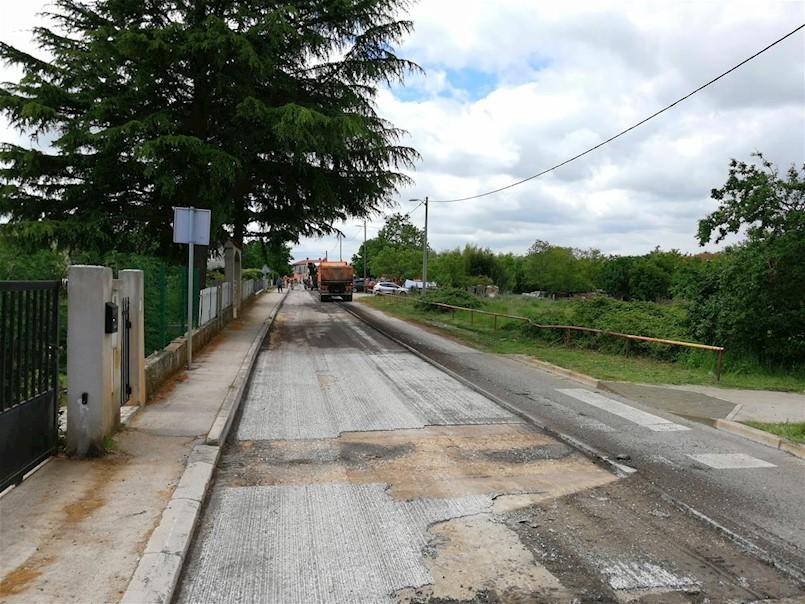 Započeli zamjena asfaltnog zastora na cesti kroz Vinež