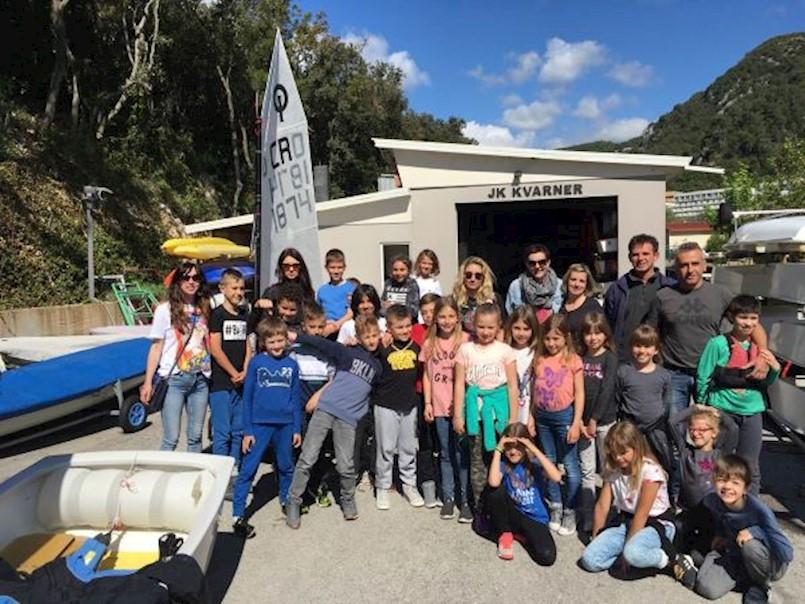 [NAJAVA LJETNE ŠKOLE JEDRENJA] Rabački školarci posjetili jedriličarski klub Kvarner