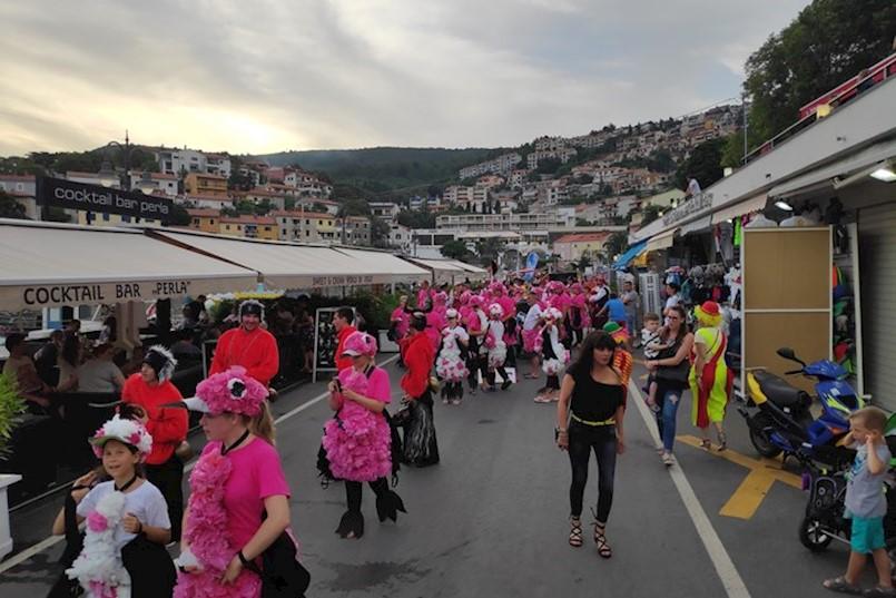 Maškarane povorke zabavljale Rapčane i turiste