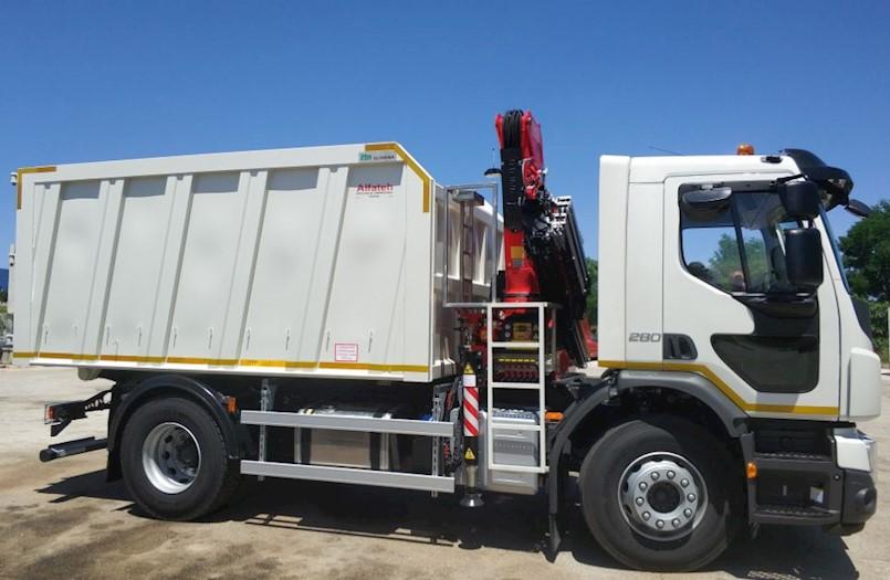 Prvi maj d.o.o. Labin preuzeo novo komunalno vozilo opremljeno dizalicom