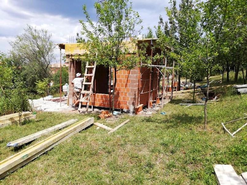 """LAG """"Istočna Istra"""" započeo provedbu projektne aktivnosti izgradnje edukativnog gradskog pčelinjaka u Labinu"""