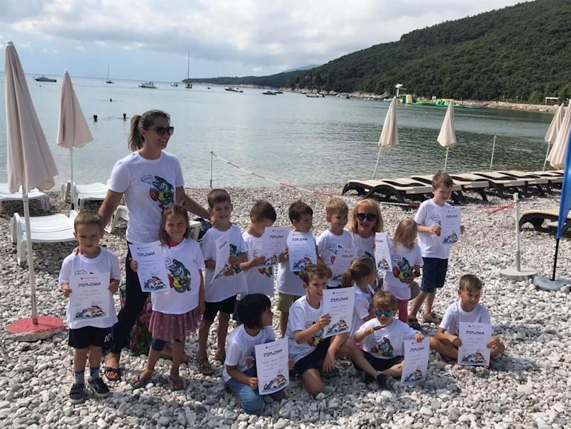 100 djece Labinštine pohađalo škole plivanja u Plomin luci, Tunarici i Rapcu
