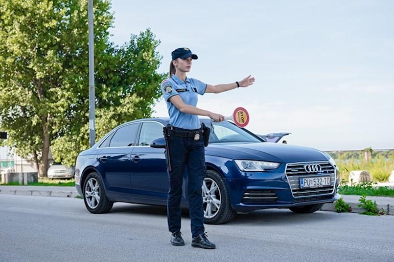 STUPA NA SNAGU 1. KOLOVOZA - Danas: Dvostruko veće novčane kazne za nekorištenje pojasa, korištenje mobitela i nepropisan prijevoz djece u vozilu