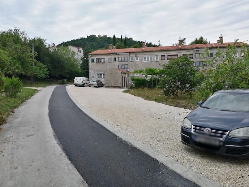 Saniran prilaz u ulici Matka Laginje