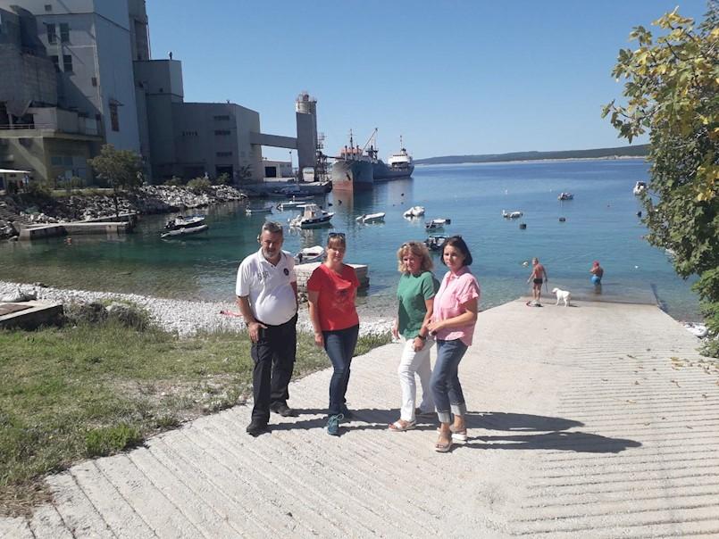 Koromačno: Brza sanacija uljnih mrlja, načelnica Paliska traži zaštitne brane