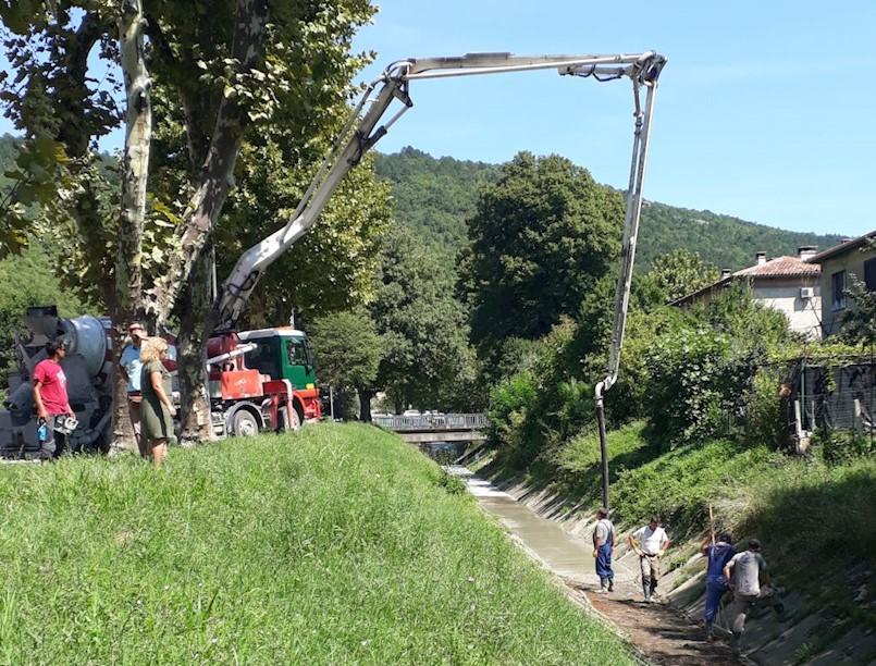 Radnici Hrvatskih voda u četiri dana izbetonirali 280 metara kanala u Raši