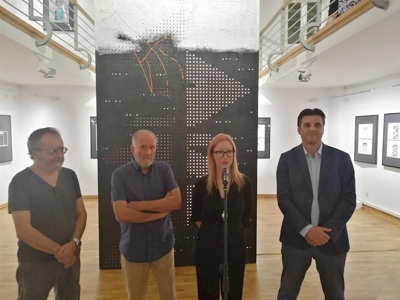 """U Gradskoj galeriji Labin otvorena samostalna izložba """"MONOLITDROM"""" labinskog autora Zdravka Milića"""