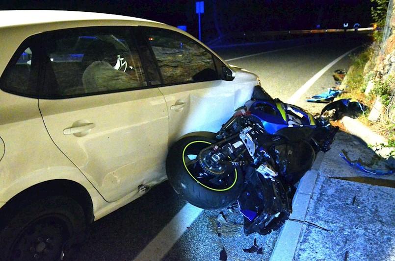 Teška prometna nesreća na dionici od Plomina prema Rijeci: U SUDARU MOTOCIKLA I OSOBNOG VOZILA POGINUO MOTOCIKLIST M.K.(27) iz Labina
