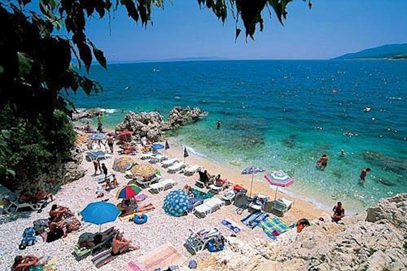 Novine u komunalnom redu Grada Labina - nema više rezerviranja mjesta po plažama ručnicima ni vabljenja gostiju ispred ugostiteljskih objekata