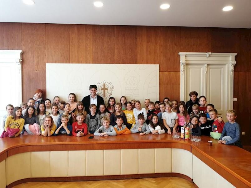 Školarci u posjeti Gradonačelniku i gradskoj upravi