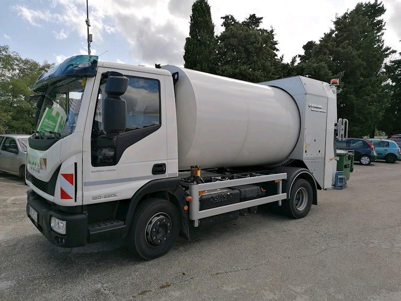 Prvi maj Labin ima novo vozilo za skupljanje otpada