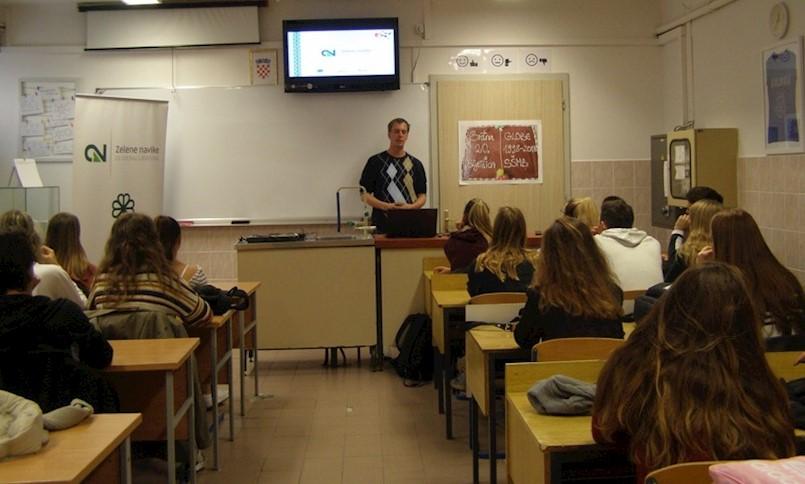 Održano predavanje o zaštiti okoliša i gospodarenju otpadom u labinskoj Srednjoj školi