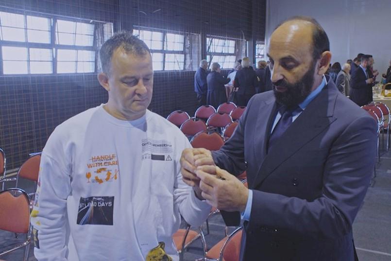DRAŽEN BUŽAN iz Raše: Prošla su dva mjeseca od operacije, dobro sam, mičem prstima Dr. IVAN KIRIN: Meni je to par sati posla koje uvijek dajem za čovjeka, ali njemu je to život