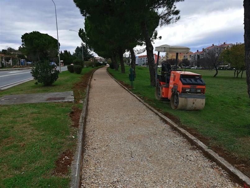 U naselju Marcilnica izvode se radovi na izgradnji i sanaciji nogostupa s obje stane prometnice