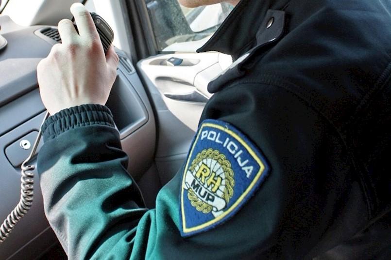PAZITE KOGA PUŠTATE U KUĆU: Djevojka pod izlikom traženja pomoći ušla u kuću i pokušala opljačkati 68-godišnjakinju u Veljakima kod Kršana