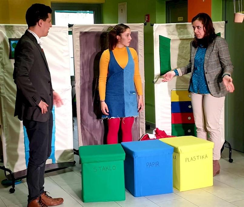 """Zelene navike : premijerno odigrana predstava pod nazivom """"Lola spašava svijet"""""""