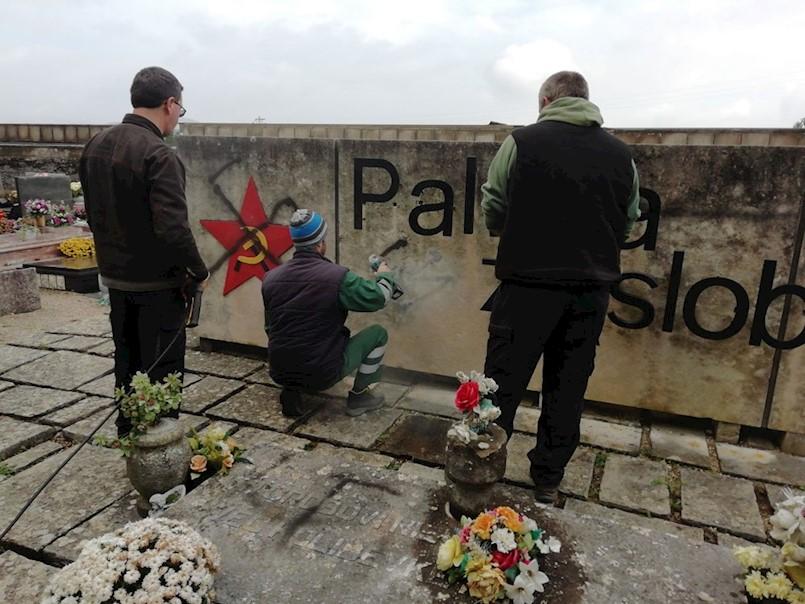 OSKVRNUT SPOMENIK PALIM BORCIMA NA LABINSKOM GROBLJU Spomenik išaran kukastim križevima i fašističkim znakovljem, spominju i Madrid?!