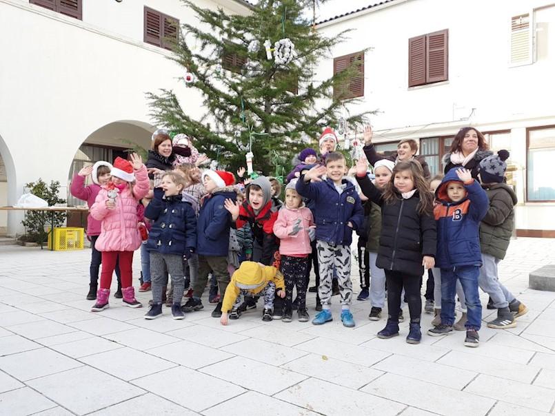 Mališani stvorili blagdansko ozračje u Raši
