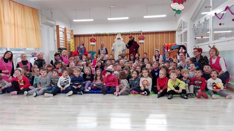 Sveti Nikola posjetio labinske vrtiće i škole