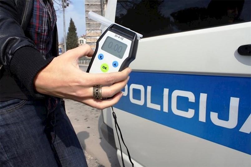 VINEŽ: Muškarac vozio s preko dva promila alkohola u krvi i bez vozačke dozvole, UHIĆEN JE I PRIVEDEN NA SUD