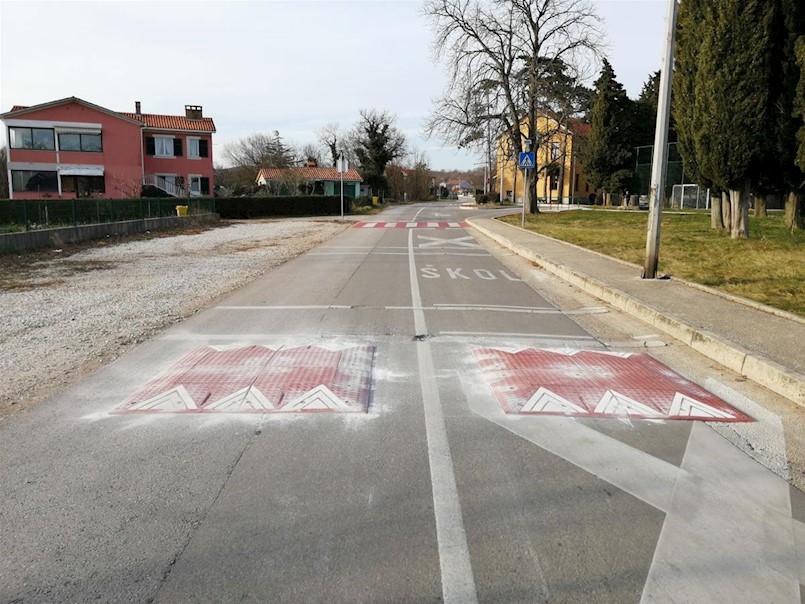 Postavljeni usporivači prometa na Vinežu