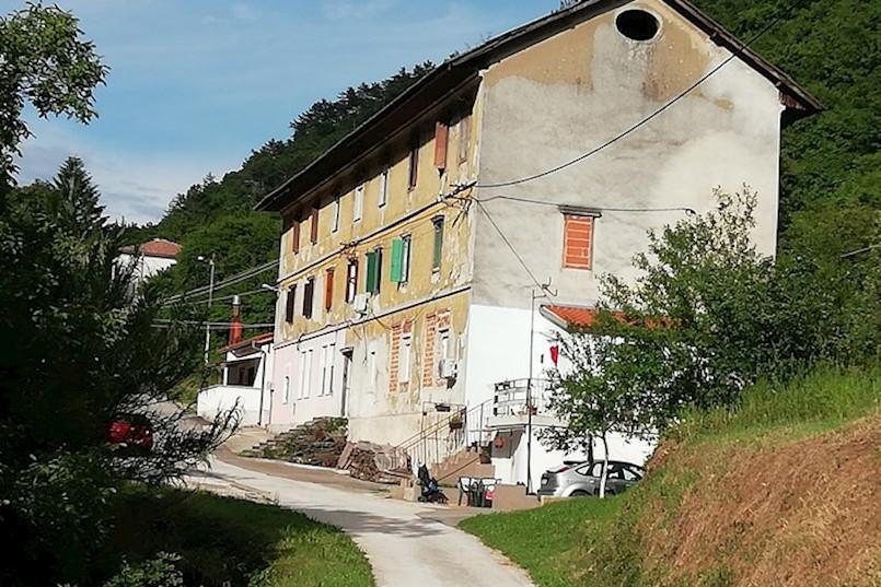 """Općina Raša prodaje još sedam stanova u Krapnu. Dosadašnji korisnici imat će veliki """"popust"""""""